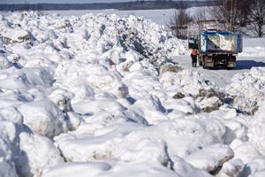 Kokkolan lumenläjityspaikalle on tänä vuonna kuskattu miltei ennätysmäärä lunta.