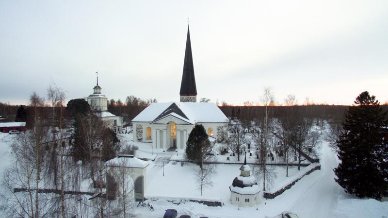 8. Pedersören kirkko.