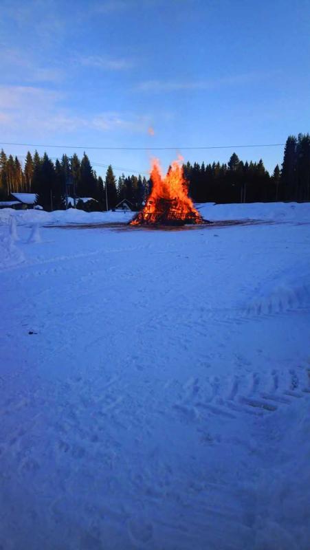 Kaustisen Vintturilta. Kokkoa poltettiin kylätalolla.