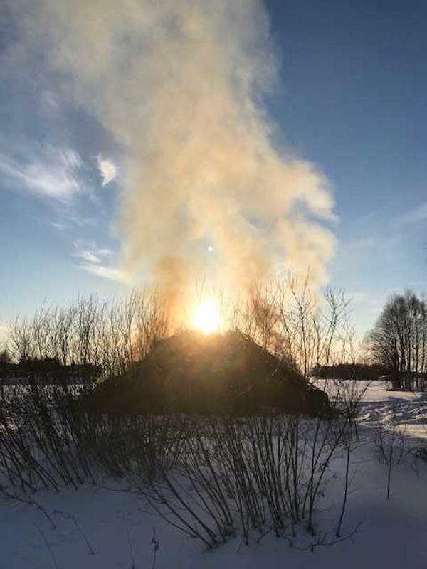 Autioranta-Oksava pääsiäiskokko+aurinko kokon päällä.