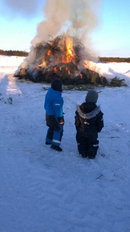 Kokko Ullavan kirkonkylällä.