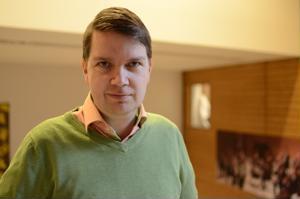 Kansanmusiikki-instituutin johtaja Matti Hakamäki uskoo, että lastenkulttuurin näkyvyys ja vaikuttavuus paranevat, kun alan toimijat kokoavat voimansa maakunnalliseen keskukseen.