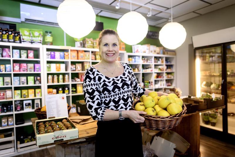 Luomukauppa Chagan yrittäjä Suvi Kattilakoski on päätynyt yrityksen myymiseen, vaikka luopuminen onkin haikeaa.