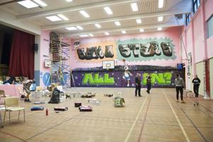 Kokkolan ammattikampuksen liikuntasaliin valmistui kevään aikana valtava graffititeos.