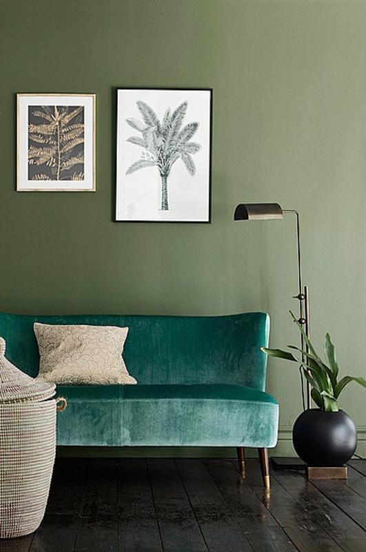 Valkoinen kausi on väistynyt ja värit palaavat sisustukseen. Yksi trendimateriaaleista on sametti, joka näkyy niin huonekaluissa kuin tyynyissäkin.
