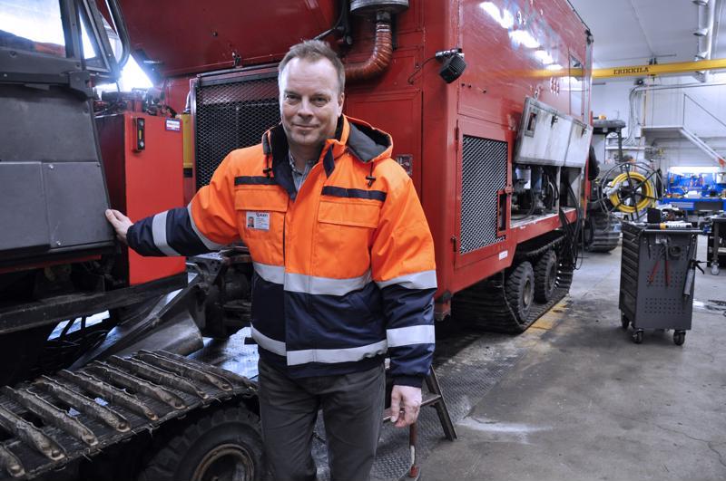 Markku Ojala kertoo, että Kati Oy on investoimassa uuden korjaamohallin. Rautiossa huolletaan säännöllisesti kairauskoneita, tämä tuli huoltoon Kittilästä.