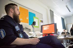 Juha Häkkilä muistuttaa, että liikennesääntöjen noudattaminen ja mopon laillisena ja turvallisen pitäminen on mopoilijasta itsestään kiinni.