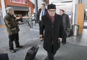 Paavo Väyrynen luopuu keskustan puheenjohtajakisasta.