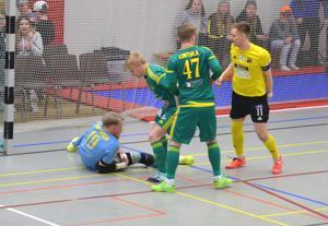 Ilveksen parhaana palkittu maalivahti Leo Rantanen koppasi tälläkin kertaa pallon kiinni.