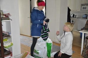 Maria Typpö toi lahjoitettavaa vaatetavaraa.