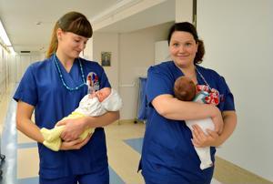 Oulaskankaalla synnytetään enää tämän vuoden loppuun. Kuvassa kätilöt Elisa Korpela ja Kristiina Kiiskilä