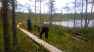 Nimellisesti Metsähallituksen hoitoon kuuluvia Peuranpolun pitkospuita on jo tähän asti hoidettu Lestijärvellä talkoilla, mutta nyt kunnalle ja yhdistyksille siirtynevät myös laavut. Viime keväänä Valkeisjärveä kiertäviä pitkospuita uusittiin Lestijokiseudun ympäristöyhdistyksen hallinnoimassa hankkeessa.