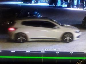 Poliisi etsi helmikuussa Kannuksen ja Kalajoen ryöstäjiä tämän valvontakameran kuvan avulla.