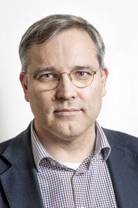 Mikael Pentikäinen, Suomen Yrittäjien toimitusjohtaja. Pentikäinen avaa näkökulmia siihen, kuinka Suomen talouden piristynyt kasvu saataisiin tarttumaan myös pk-yrityksiin ja kuinka näiden yritysten kasvuhakuisuutta voidaan tukea. Maaseudun Tulevaisuuden entisenä päätoimittajana Pentikäinen tuntee myös maaseudun pk-yritysten toimintakentän erityispiirteet.