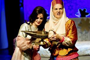 Aladdin ja ihmeellinen lamppu Kokkolan kaupunginteatterissa.