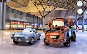 Autot-animaatioissa yksi päähenkilö on ruosteinen hinausauto Martti, joka tässä tekee tuttavuutta brittiagentti Finn McMissilen kanssa.