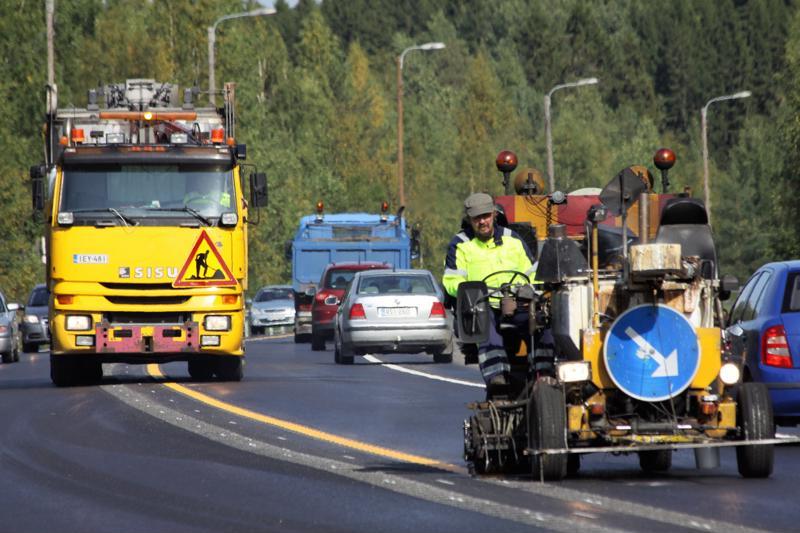 Tiekorjauksia tehdään vuodesta toiseen liian vähän. Jos korjausvelkaohjelma ei jatku, maanteiden mureneminen kiihtyy uudelleen.