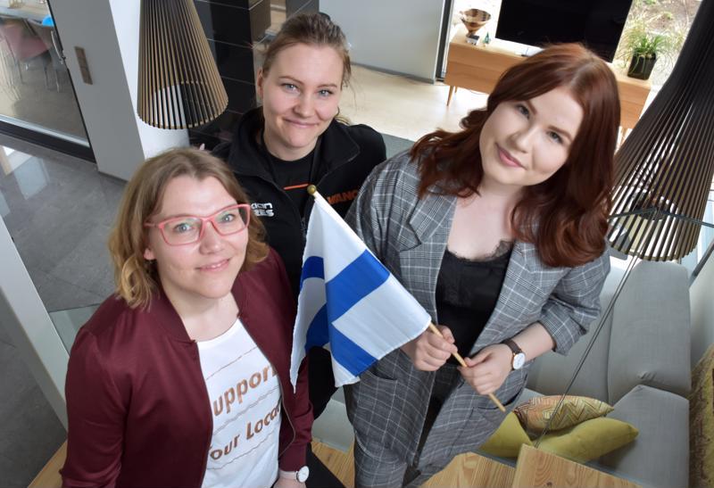 Mari Palin, Satu Keski-Rahkonen ja Ronja Juola ovat euroviisufaneja.