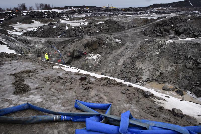 Hanhikivi 1 -laitosaluetyömaa Pyhäjoella marraskuun lopulla 2017. Reaktorilaitoksen kuoppaa oli tuolloin louhittu kallioon muutaman metrin syvyyteen.