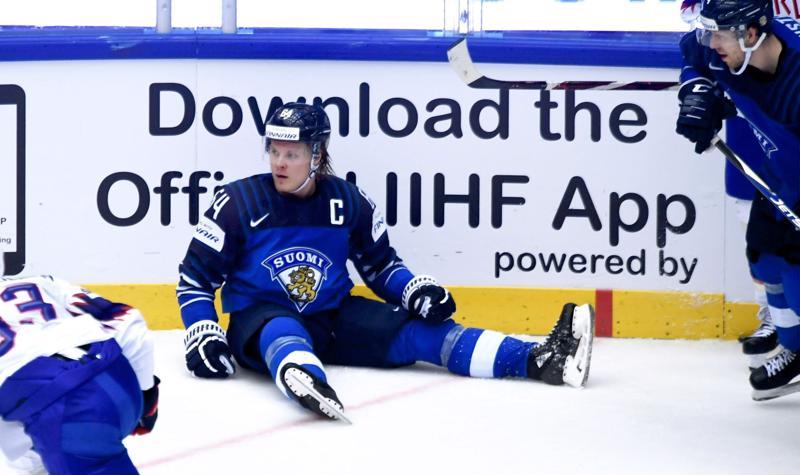 Leijonakuningas huilaa hetken. Mikael Granlundin ja MM-kiekkoilijoiden pelit nostavat tunteita pintaan kotikatsomoissa.