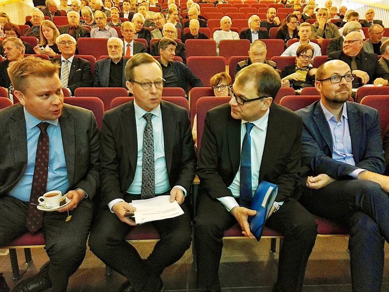 Maakuntavaaliehdokkaat vahvistettiin piirikokouksessa. Mika Lintilä ja Tuomo Puumala ovat molemmat ehdolla.