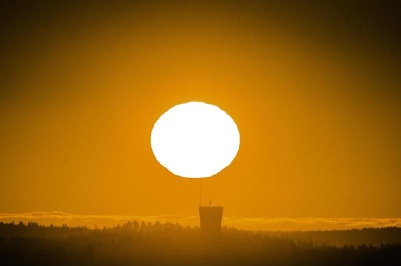 Muslimit paastoavat ramadanin aikaan auringonnoususta auringonlaskuun. Suomen valoisassa kesässä paastoaika on erityisen pitkä.