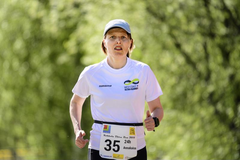 Naisten 24 tunnin kisan voittaja, kokkolalainen Annakaisa Marjokorpi.