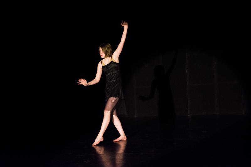 Veera Haavisto on nuoresta iästään huolimatta suunnitellut omia tansseja jo useamman vuoden ajan. Hänellä on opettajan mukaan persoonallinen tyyli, mikä on tanssissakin valttia.