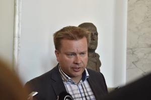 Keskustan eduskuntaryhmän puheenjohtajan Antti Kaikkosen mukaan tietovuotajaa pitäisi rangaista, jos hänet saadaan selville.