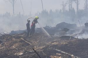 Kalajoen metsäpaloa oli sammuttamassa noin 40 pelastuslaitoksen työntekijää.