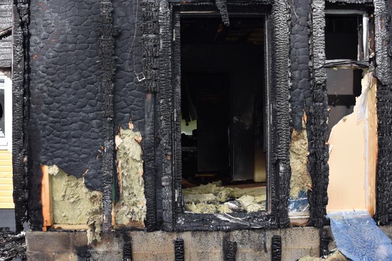 Kannuksessa omakotitalo tuhoutui lauantaina tulipalossa.