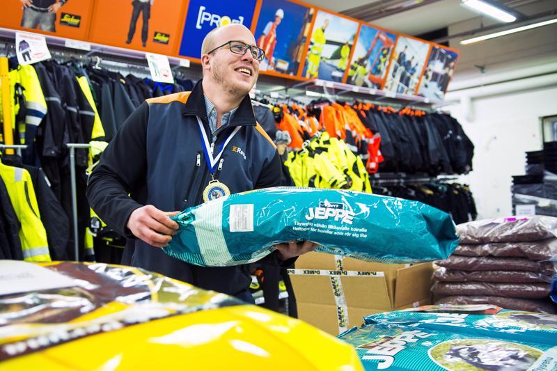 Topias Reinikainen on jälleen Suomen vahvin mies alle 105-kiloisten sarjassa. Seuraava kisa on vielä mietinnässä, koska kauppiaan työmaalla ovat sesonkikiireet päällä.