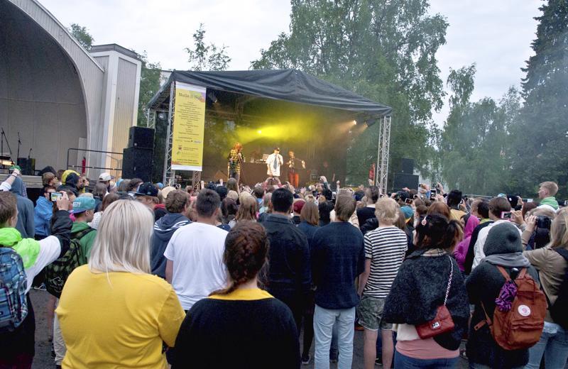Poliisi toivoo kokkolalaisnuorten kokoontuvan tulevana päättäjäislauantaina Kokkolan Länsipuistossa järjestettävään päihteettömään Nollapiste-tapahtumaan. Arkistokuva vuodelta 2013.