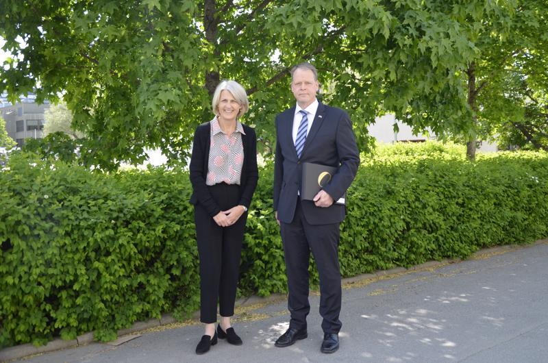 Kokkolan Tanskan konsuli Tomas Renlund isännöi Tanskan Suomen-suurlähettiläs Charlotte Laursenin sekä muiden Tanskan konsulien vierailua.