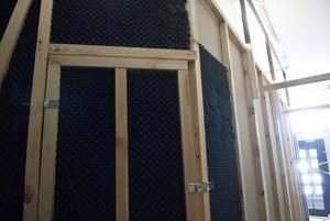 Pakohuonepeliä varten on rakennettu siirrettävät seinät, joten huoneen muotoa voi tarvittaessa muuttaa.