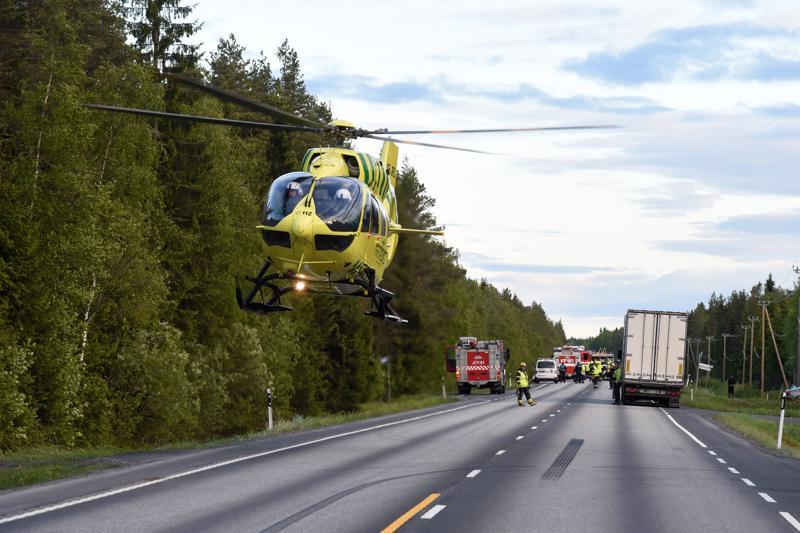 Onnettomuuspaikalla tarvittiin pelastushelikopteria.