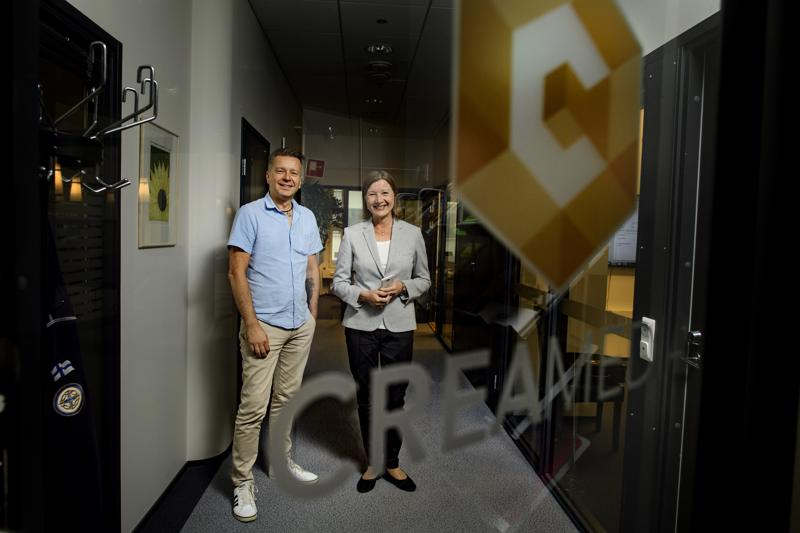 Creative Preludin toimitusjohtaja Keijo Särkijärvi ja Creamedian johtaja Marita Vuorinen Mediakulmassa