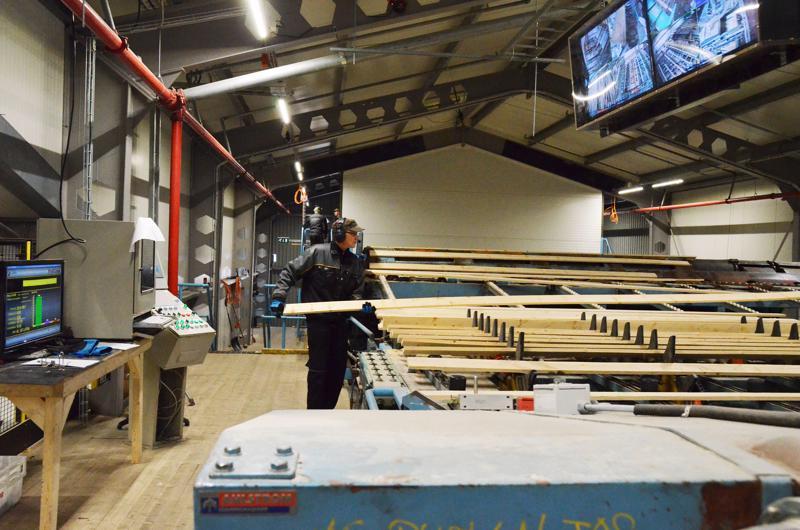 Haapajärvellä ja Haapavedellä tuotantotilat uudistanut Hasa Oy on ostanut Eskolan sahan liiketoiminnan. Eskolan saha kuului  Metsäliiton Metsä Fibren yrityskokonaisuuteen. Kuva on Haapaveden sahalta.