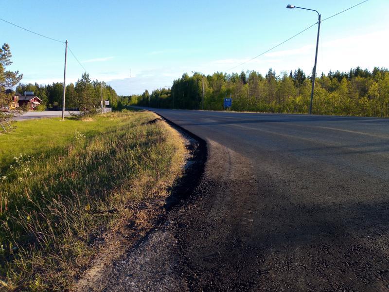 13-tie sai uutta päällystettä Viiperin ja Åsbackantien risteyksen välillä.