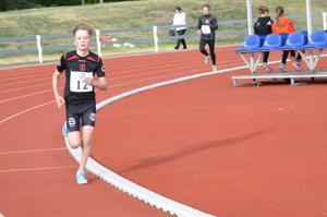 Vetelin Urheilijoiden Atte Taipale voitti 15-vuotiaiden 2000 metrin juoksun ennätysajallaan 6.54,29. Toiseksi juoksi Kannuksen Uran Markus Hernesmaa.