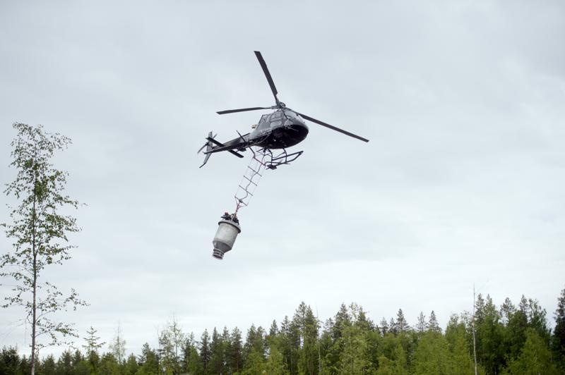 Helikopterilevitys on tarkkaa. Paikannuksessa on käytössä useita satelliitteja ja koneen kolme tietokonetta keskustelevat jatkuvasti, 20 kertaa sekunnissa, keskenään ja ovat yhteydessä lannoittimeen.