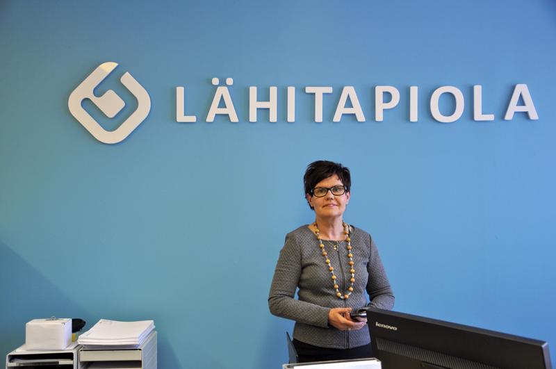 Paula Karttunen tarjoaa Kannuksessa myös LähiTapiolan vakuutuksia.
