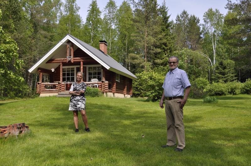 Lestijoen rannalla sijaitseva kesäpaikka on Heidi Kokkosen ja Veikko Heikkisen mukaan hyvä myyntikohde: se on veden äärellä ja omassa rauhassa mutta palveluiden luo on lyhyt ajomatka.