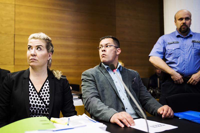 Ilja Janitskin (keskellä) on kiistänyt kaikki häntä vastaan esitetyt syytteet. Häntä on tarkoitus kuulla iltapäivällä.