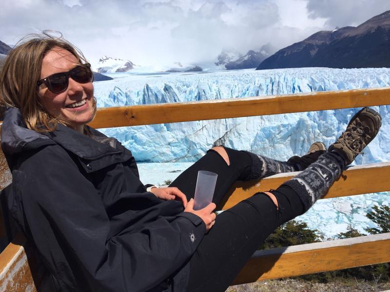 Aini Palomo, 29, Etelä-Argentiinassa Los Glaciaresin kansallispuistossa sijaitsevalla Perito Moreno -jäätiköllä.