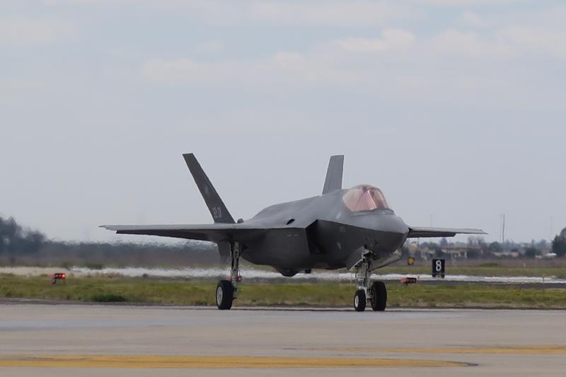 F-35 Yhdysvaltain ilmavoimien Luken tukikohdassa Arizonassa keväällä 2017. Luke AFB on paikka, jossa esimerkiksi ensimmäiset norjalaiset F-35 -lentäjät ottivat tuntumaa uuteen kalustoonsa.