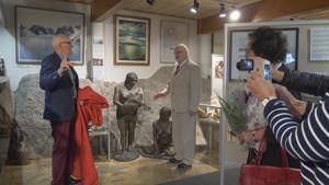 Kuvanveistäjä Eirik Granqvistin ensimmäinen vierailu Nanoqissa venähti 24 tunnin  mittaiseksi. Nyt toimittiin lyhyemmällä kaavalla, mutta ei  ilman skoolausta. Kevin Åkerlund