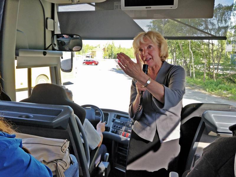Ulla Nyströmin mielestä oppaan tehtävä on työtä parhaasta päästä. <15_KuvatekstinKuvaaja_M>Pirkko Högkulla</15_KuvatekstinKuvaaja_M>