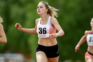 Flunssasta toipunut Anniina Kortetmaa oli nopein naisten 200 metrillä Kälviällä.