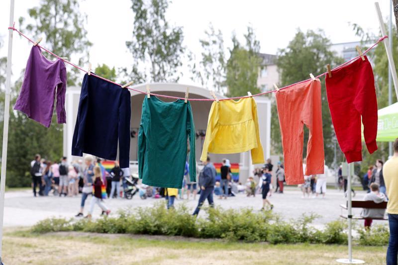 Sateenkaaripiknik Kokkolan Länsipuistossa aloitti Kokkola Pride 2018 -tapahtuman pääpäivän.